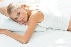 вверх по просыпать женщина Стоковые Изображения RF