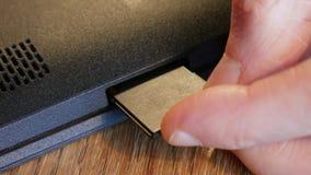 Введите карточку SD в прибор акции видеоматериалы