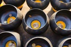 Вводить монетку в верование шара в буддизме стоковая фотография rf