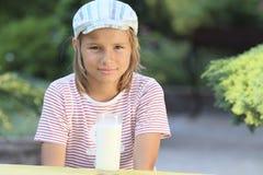 ввпейте молоко I для того чтобы не хотеть Стоковое Фото