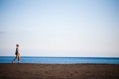 вдоль гулять пляжа Стоковые Фотографии RF