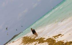 вдоль гулять пляжа Стоковое Изображение