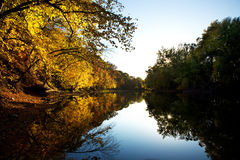 вдоль захода солнца реки осени Стоковые Фото