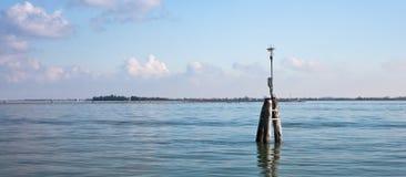 вдоль прохода канала томбуя venetian Стоковые Изображения RF