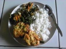 Вегетарианец еды в индонезийских людях Стоковые Фотографии RF