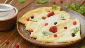 Вегетарианские блинчики с свежими ягодами акции видеоматериалы