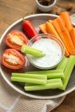 Вегетарианские здоровые закуски, vegetable закуска: моркови, сельдерей, Tom Стоковое Фото