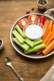 Вегетарианские здоровые закуски, vegetable закуска: моркови, сельдерей, Tom Стоковое Изображение