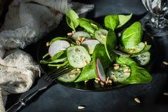 Вегетарианский салат смешивания весны Стоковое фото RF