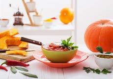 Вегетарианский суп на белой таблице Стоковое Фото