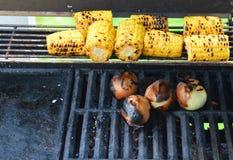 Вегетарианское барбекю с сладостной мозолью и луками Стоковое Фото
