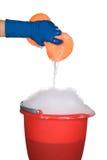 ведро очищая мылкую воду губки Стоковое Фото