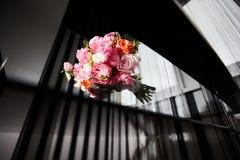 Ведро цветков пиона Стоковые Изображения