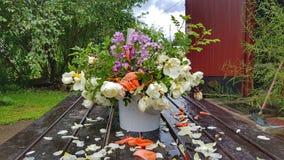 Ведро цветков Стоковое Изображение RF