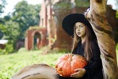 Ведьма с тыквой Стоковые Фото
