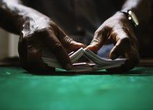 Везение пари играя в азартные игры игры карточки Стоковое фото RF