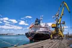 ВЕЗЕНИЕ ХИОСА - судно-сухогруз - порт Burgas, Болгарии стоковые изображения