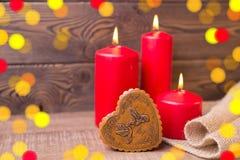 вектор Валентайн иллюстрации предпосылки красивейший Красные свечи, коробка в форме сердца в деревенском стиле Селективный фокус  Стоковые Фото