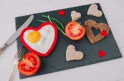 вектор Валентайн иллюстрации дня пар любящий романтичное breakfastfried яичко Стоковые Изображения RF