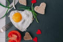 вектор Валентайн иллюстрации дня пар любящий романтичное breakfastfried яичко Стоковые Изображения