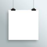 Вектор вися пустой плакат белого квадрата от зажимов Стоковое Изображение RF
