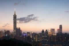 вектор горизонта конструкции города предпосылки ваш стоковое фото rf
