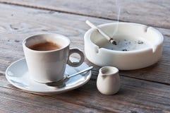 вектор иллюстрации кофе сигареты Стоковое Изображение RF