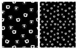 Вектор кружек Coffe милой руки вычерченный делает по образцу Белые и черные чашки с сердцами бесплатная иллюстрация