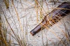 вектор померанца иллюстрации бутылки пива предпосылки Стоковое Изображение