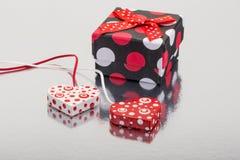 вектор сердец подарка карточки предпосылки декоративный Стоковая Фотография