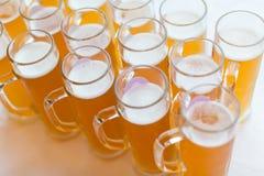 вектор символа иллюстрации стекел конструкции цвета пива стоковое фото