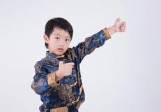 вектор тренировки подростка kung кимоно иллюстрации fu мальчика искусств военный Стоковое Изображение