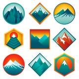 Вектор установленный с абстрактными логотипами - горами иллюстрация вектора