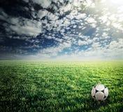вектор футбола иллюстрации зеленого цвета травы шарика Стоковое Изображение
