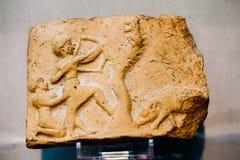 ВЕЛИКОБРИТАНСКИЙ МУЗЕЙ - металлические пластинкы и figurines глины от старого вавилонского периода, 2000-1600 ДО РОЖДЕСТВА ХРИСТО Стоковое Изображение RF