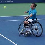 Великобританский профессиональный теннисист Гордон Reid кресло-коляскы в действии во время США раскрывает людей 2017 кресло-коляс стоковые изображения rf