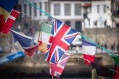 Великобританский флаг между другими флагами стоковое изображение rf