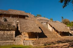 Величественные руины в Ek Balam Ek Balam археологические раскопки Майя Yucatec внутри муниципалитет Temozon, Юкатана, Мексики стоковая фотография