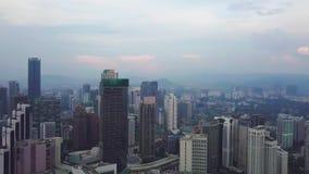 Величественный вид с воздуха горизонта города Куалаа-Лумпур рано утром сток-видео
