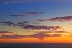 величественный океан над Тихим океан заходом солнца Стоковые Изображения