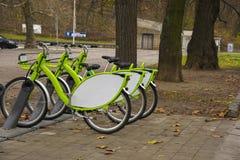3 велосипеда для проката стоковая фотография