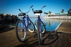 2 велосипеда на пристани Стоковое Изображение
