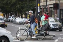 Велосипедисты возвращают домой от работы Стоковая Фотография RF