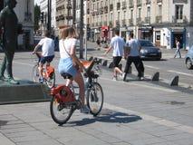 Велосипедисты в Нанте стоковое изображение