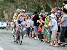 Велосипедисты состязаются на путешествии вниз вниз стоковое фото rf