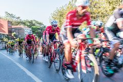 Велосипедисты участвуя в гонке в этапе Стамбула 53rd президентского задействуя путешествия Турции стоковое изображение