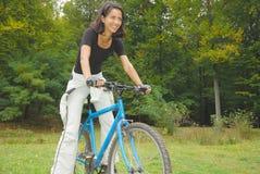 велосипедист счастливый стоковые изображения rf