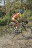 велосипедист с дороги Стоковые Фотографии RF