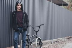 Велосипедист Bmx на улице Стоковая Фотография RF