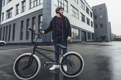 Велосипедист Bmx на улице Стоковые Изображения